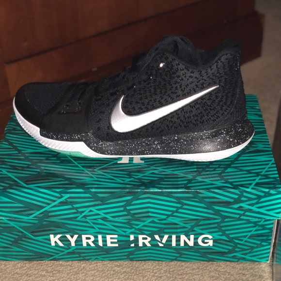 8d17470a164 Kyrie Irving basketball shoes